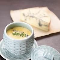 当店人気No,1メニューのブルーチーズの茶碗蒸しは絶品!
