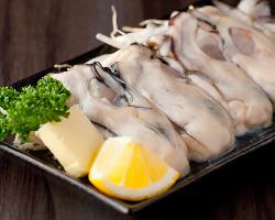 ぷりっぷりの大ぶりな牡蠣を鉄板焼で!!仕上げはレモンをキュッと