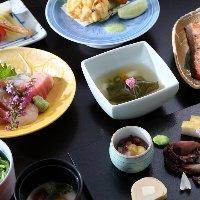 旬を取り入れた会席料理の数々をご提供。
