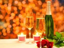 大人の誕生日会や記念日に最適!!シャンパンやワインと共にお祝い
