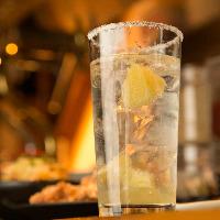 """当店名物の塩レモンサワーは""""レモン感""""を十二分に味わえる一品"""