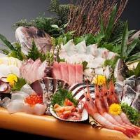 築地直送の新鮮鮮魚をその日のうちに厳選し仕入れてご提供します
