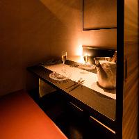 優しく灯る間接照明が印象的な個室席をご用意♪宴会に◎