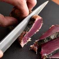 【名物】 旨味を閉じ込める藁焼きは鮮魚やお肉など素材も様々