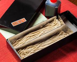 【老舗の味をご自宅で】 生蕎麦のテイクアウトも可能です