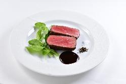 シェフ自慢の肉ビストロ料理の数々!!