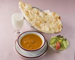◆お得なランチ◆ パン&ライス食べ放題・飲み物・サラダ付き
