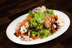 季節の野菜をたっぷりと使い、繊細な味わいの一皿をお作りします