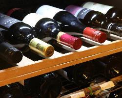 赤・白・泡と別々のワインセラーで徹底した品質管理