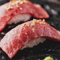 今話題の「肉寿司」もご提供しております。生肉の旨味が◎