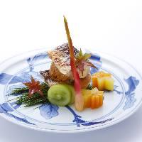 四季を感じさせる彩り豊かな一皿をご提供いたします