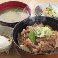 ガッツリボリューミーな 牛丼で お腹満足☆