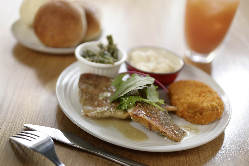 LUNCH11:00~14:30週替わりの肉・魚プレートご用意。