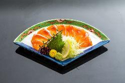 お刺身や卵焼きなどの一品料理も取り揃えております。
