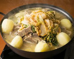 韓国宮廷料理の元シェフがつくる本場韓国家庭料理の味を堪能あれ