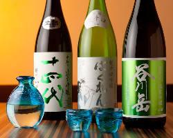 日本酒をこだわりの琉球グラスで。日本酒好き女子からも好評です