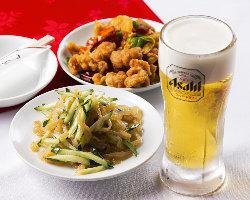 仕事帰りのちょい飲みに。選べる料理2品と生ビールで980円(税抜)