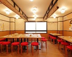 テーブル席16~30名様まで貸切可能です。ママ会にオススメです