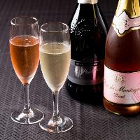 女性人気の高いスパークリングワインは全2種類をご用意。