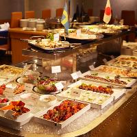 老舗レストランでありながら、清潔感と高級感を併せ持つ店内