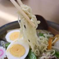 地元野菜を沢山トッピング!!麺とお野菜か絡んでボリューム満点!