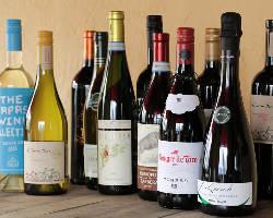 イタリア産やスペイン産など厳選ワインも豊富な品揃え