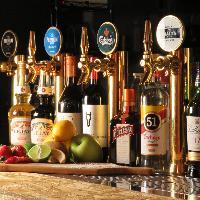 4種の樽生ビールサーバー付き100種類以上の飲み放題もご用意!