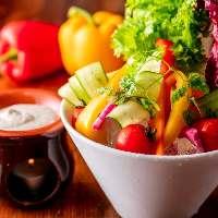 [野菜メニュー沢山] 肉料理に合う新鮮な野菜を使った料理も充実