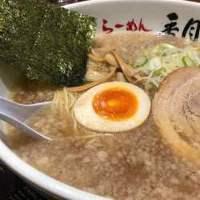 あっさり醤油スープ&濃厚背脂が、しこしこの中麺と絡まり絶品!