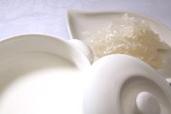 """燕の巣のトロッとした食感をお楽しみいただける """"杏汁官燕"""""""