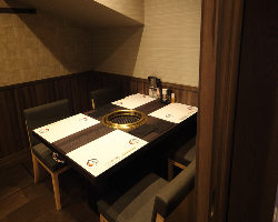 接待やご会食に最適な4名~8名様完全個室を完備