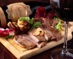 がっつりお肉もおすすめ!豊富なワインもご用意しております★