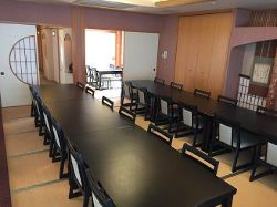 純和風の座敷個室はご希望によりテーブル席にもできます。