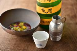 日本酒、ワイン、ビール、カクテルなどのマリアージュを楽しむ。
