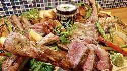 イチオシ!!肉の盛り合わせ¥3980♪余った肉はお茶漬けに