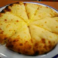 モチモチ食感のチーズナンは癖になる味です☆★☆
