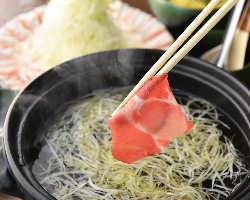 【しゃぶしゃぶ】 鹿児島県産黒豚を贅沢に使用した当店看板料理