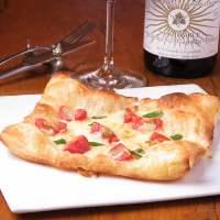 ≪パイピザ≫ 新食感パイ生地がピザに!これを目当てに来る方も