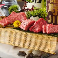 【特撰4種4切れ】 当日の特撰肉を4種類楽しめます(画像は2人前)