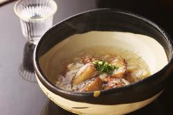 美味しい料理に、美味しいお酒。日本の趣を感じてください。