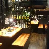 <店内> 広々テーブルは、飲み会・宴会に最適!