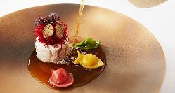 シェフ・山本による美しい一皿はもはや芸術です!
