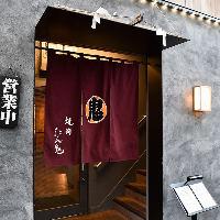 浅草駅からすぐの路地に佇むお洒落な店構え。昼は行列の人気店