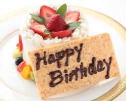 パーティーや記念日を深めるウェディングケーキや 誕生日ケーキなどもご用意。