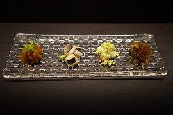 その日次第の海鮮料理、生簀料理、ジビエ料理などもご用意。