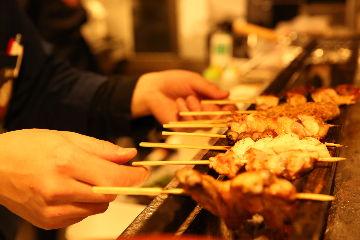 朝挽き鶏 炭火串焼き 牡丹の画像