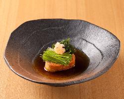 日本酒とよく合う「あん肝」は、たっぷりの薬味が味のアクセント