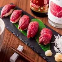 【肉の炙り寿司】 とろけるような食感が堪らない名物料理です