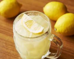 牛たんとの相性も抜群!皮ごと絞った100%果汁のレモンサワー