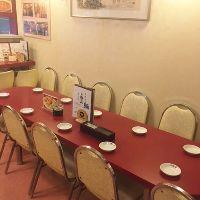 向かい合って食事をお楽しみいただけるテーブル席をご用意